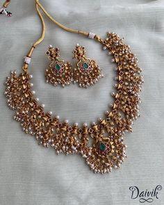 Antique Jewellery Designs, Fancy Jewellery, Gold Jewellery Design, Indian Bridal Jewelry Sets, Bridal Jewellery, Jewelry Design Earrings, Necklace Designs, Gold Jewelry Simple, South India