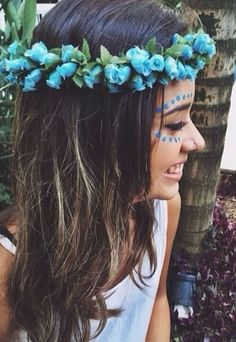 Lots of these at coachella atm! Look Festival, Festival Fashion, Hippie Style, Hippie Chick, Flower Power, Pale Tumblr, Mode Boho, Festival Makeup, Carrie Bradshaw