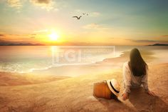 FUS147, 프리진, 그래픽, 힐링, 라이프, 생활, 라이프스타일, 에프지아이, 그래픽, 편집, 합성, 편집포토, 배경, 백그라운드, 여유, 휴식, 편안함, 깨끗함, 치유, 부드러움, 햇빛, 빛나는, 사람, 1인, 여자, 뒷모습, 앉아있는, 해변, 여행, 바다, 모래, 가방, 캐리어, 모자, 갈매기, 노을, 석양, 해질녘, 구름, 하늘, 동물, 새, 파도, 물보라, 전신, 풍경, graphic,graphics #유토이미지 #프리진 #utoimage #freegine 19986207