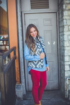 There's nothing better than a cozy knit vest during the fall and this one is the absolute cutest! Layering Outfits, Winter Outfits, Winter Style, Autumn Winter Fashion, Small Town Girl, Cozy Knit, Knit Vest, Entourage