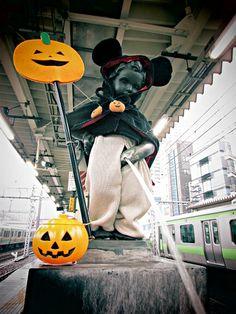 도쿄 하마마츠초역 안에 설치된 오줌싸개 동상의 할로윈 버전 #할로윈 #도쿄 #오줌싸개 #holloween #Tokyo #mascot #はろうぃん #東京 #小便小僧