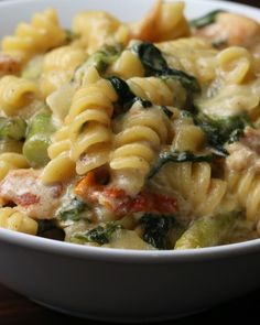 One-Pot Creamy Chicken Bacon Veggie Pasta. Can easily sub out pasta for zoodles or spaghetti squash Pasta Recipes, Chicken Recipes, Dinner Recipes, Cooking Recipes, Healthy Recipes, Cooking Pork, Cooking Salmon, Shrimp Recipes, Dinner Ideas