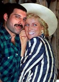 Freddie Mercury sneaking Princess Diana into a gay bar. 1988 Freddie Mercury sneaking Princess Diana into a gay bar. Queen Freddie Mercury, Freddie Mercury Last Photo, Freddie Mecury, Roger Taylor, We Will Rock You, Queen Band, Lady Diana Spencer, Killer Queen, Princess Of Wales