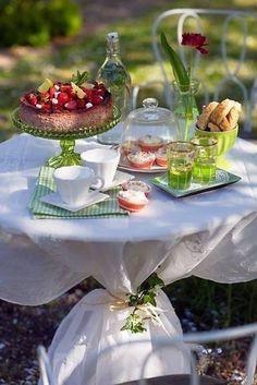 . Summer Picnic, Summer Garden, Summer Evening, Dresser La Table, Vegan Teas, Outdoor Parties, Outdoor Entertaining, Garden Parties, Outdoor Events