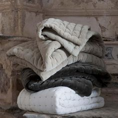 Quilted Velvet throw - beige
