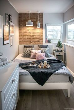 Delight small bedroom ideas photos Bedroom Decor, 25 Small Bedroom Ideas That Are Look Stylishly & Space Saving Small Apartment Bedrooms, Small Room Bedroom, Small Apartments, Home Decor Bedroom, Tiny Master Bedroom, Diy Bedroom, Bedroom Inspo, Very Small Bedroom, Bedroom Themes