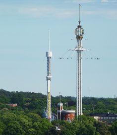 """""""Eclipse"""", atração no parque de diversões  Gröna Lund, localizado na ilha Djurgården, em Estocolmo, Suécia. Este é o mais antigo parque de diversões do país.  Fotografia: Holger.Ellgaard."""