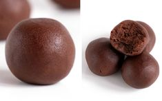 These keto brownie bites will wipe out your sweet cravings in no time! Almost zero carb keto chocolate fat bombs. These keto brownie bites will wipe out your sweet cravings in no time! Almost zero carb keto chocolate fat bombs. Low Carb Sweets, Low Carb Desserts, Dessert Recipes, Keto Chocolate Fat Bomb, Chocolate Chocolate, Comida Keto, Menu Dieta, Keto Brownies, Avocado Brownies