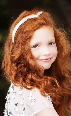 70 Bob Hairstyles: Modern Bob Haircuts For 2019 - Hairstyles Trends Ginger Babies, Ginger Girls, Beautiful Red Hair, Gorgeous Redhead, Photographie Portrait Inspiration, Redhead Girl, Redhead Bride, Irish Redhead, Redhead Funny