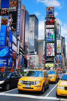 Times Square in New York City, USAYou can find Times square and more on our website.Times Square in New York City, USA Times Square New York, New York Times, Nyc Itinerary, Voyage New York, Weekend Humor, City Road, City Wallpaper, New York Wallpaper, Scenery Wallpaper