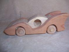 Corrida de brinquedo do estilo artesanal de carro para os nossos fãs de corridas, crianças, Big and Small  O carro é de 8 polegadas de comprimento x 2 3/4 polegadas de altura nas barbatanas e 2 7/8 polegadas de largura. $20