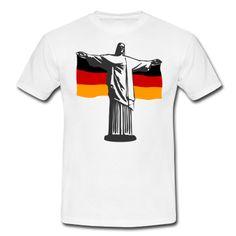 Die Jesus Statue Cristo Redentor in Rio de Janeiro mit der deutscher Fahne, passend zur Fußball Weltmeisterschaft in Brasilien.