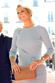 Style Icon Queen Maxima of The Netherlands Royal Clothing, Estilo Real, Estilo Fashion, Queen Maxima, Royal Jewels, Her Style, Stylish, Womens Fashion, Cocktail Dresses