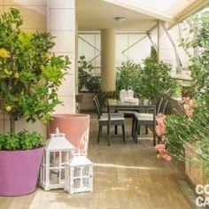 La terrazza diventa living: arredare anche con le piante - Cose di Casa Wooden Decks, Winter Garden, Outdoor Gardens, Porch, Loft, Relax, Plants, Organizing, Fiction