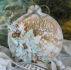 christmas tag with poinsettia flower holly leaves Tattered poinsettia sizzix tim holtz - Dorota_mk: Jeszcze trzy . Paper Christmas Ornaments, Christmas Card Crafts, Christmas Tag, Christmas Projects, Christmas Decorations, Creative Christmas Cards, Holiday Cards, Ideias Diy, Marianne Design