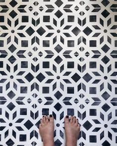 Bathroom Makeover Part 2 - Chalk Painted Linoleum Painting Ceramic Tile Floor, Painting Linoleum Floors, Painting Shower, Linoleum Flooring, Chalk Painting, Floor Painting, Painted Bathroom Floors, Painted Floors, Bathroom Cabinets
