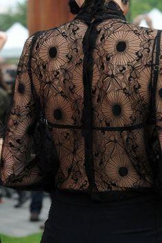"""""""Dos & Dentelles : black lace tattoo"""" par Let's Get Weird ! - Le blog http://lereliquaire.fr/letsgetweird/dos-dentelles-black-lace-tattoo/"""