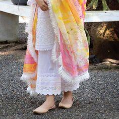 Kurta dress - Best 11 Kurtis design Page 318207529920529471 SkillOfKing Com Pakistani Fashion Casual, Pakistani Dresses Casual, Pakistani Dress Design, Indian Fashion, Pakistani Suits, Pakistani Bridal, Indian Bridal, Stylish Dress Designs, Designs For Dresses