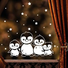 """Fensterbild """"Pinguin Familie"""" zur weihnachtlichen Dekoration in der **Farbe WEISS**  **Mit diesem Angebot erwerben Sie den Fensteraufkleber n der Größe:** 25 x 13 cm + Sterne  Aufkleber auch..."""