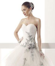 #Jolies #2015Collection #weddingdress #nicolespose ► http://www.nicolespose.it/it/abito-da-sposa-Jolies-Jimen-JOAB15468IVGE-2015