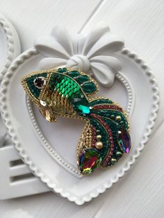 free beaded jewelry patterns and designs Bead Embroidery Jewelry, Beaded Jewelry Patterns, Beaded Embroidery, Fabric Beads, Fabric Jewelry, Beaded Crafts, Jewelry Crafts, Beaded Brooch, Beaded Earrings