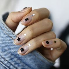 MINIMAL AND CUTE! | minimalist nail art ideas | negative space nail art | le manu a espaces vides | unas