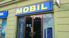 Había la tienda con teléfonos móviles.