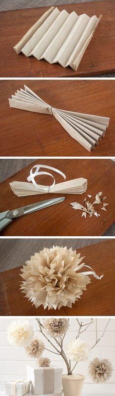 Pompoms van papier.. Je kunt allerlei soorten materialen gebruiken om dit te maken. Papier, stof, servetten, zakdoekjes. Met bakpapier krijg je ook een leuk effect. Zolang het maar niet té stevig is, want dan is het eindresultaat minder mooi.