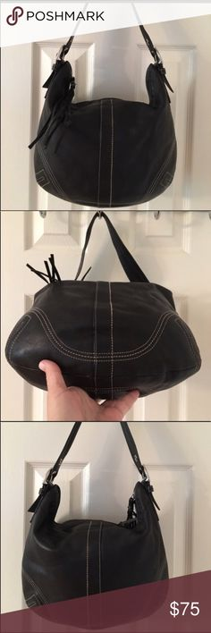 Perfect Coach Hobo 100% Authentic Coach Black size Large Hobos at a discounted. Amazing condition! Description: Silver hardware. Zip closure. Leather. 3 interior pockets. No.:J0682-F08A03 Coach Bags Hobos