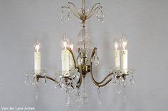 Franse kroonluchter 26088 bij Van der Lans Antiek. Meer antieke lampen op www.lansantiek.com