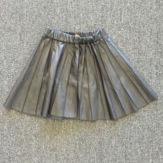 🔴Clearance! Princess Vera Wang Faux Leather Skirt Adorable pleated skater skirt in excellent condition Simply Vera Vera Wang Skirts Circle & Skater