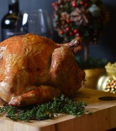 Γαλοπούλα γεμιστή με κράνμπερι, λουκάνικο, μπαχαρικά και καρύδια | Γιάννης Λουκάκος Turkey, Meat, Chicken, Cooking, Recipes, Food, Christmas, Kitchen, Xmas