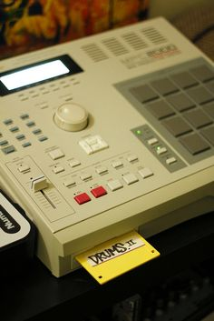 Akai MPC 2000 An integral part of the history of hip-hop sampling and music production.