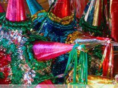 Las piñatas tradicionales mexicanas tienen que ser muy coloridas y brillantes