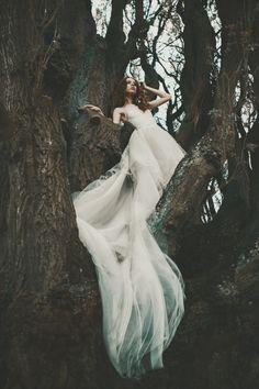 Photographer: Małgorzata Frohmberg - mffotografia.pl Designer: Desirer Suknie Ślubne i Wieczorowe Hair/Makeup: Studioadria Model: Yoanna YO Klosowska