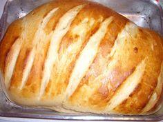 1 kg de farinha de trigo  - 1 pacote de 10 g de fermento para pães  - 2 ovos inteiros (e mais 1 gema para pincelar)  - 1/2 copo americano de óleo  - 2 colheres de sopa bem cheias de margarina  - 8 colheres de sopa rasas de açúcar  - 1 colher de sopa rasa de sal  - 1 copo americano de leite morno  -