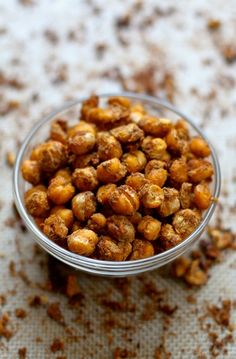 Crunchy Pumpkin Spice Roasted Chickpeas -- an irresistible healthy snack that's just perfect for fall! || savorystyle.com