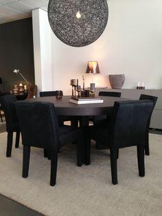 Keijser&Co bij Vallen Living Harmelen - Eetkamertafel Big Top met eetkamerfauteuils Dylan zonder arm