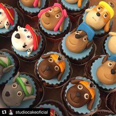 Ver esta foto do Instagram de @lisfonsecasugar • 109 curtidas Paw Patrol Cupcake Toppers, Paw Patrol Cupcakes, Paw Patrol Cake, Paw Patrol Party, Fondant Toppers, Fondant Cupcakes, Chocolates, Cumple Paw Patrol, Candyland