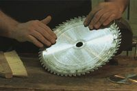 How to Paint on a Saw Blade (10 Steps) | eHow