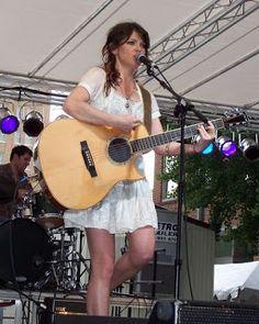 BLOGERWEBSITE: Amy MacDonald kytarová exhibice a zpěv