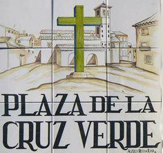 Plaza de la Cruz Verde | Un Sereno transitando la ciudad. Madrid. La Latina