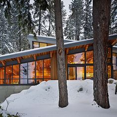 This fabulous lake house was designed by DeForest Architects on Lake Wenatchee in Washington State. From the architects: Rustic, modern, cozy, and sophisticated. This mountain retreat designed by D. Modern Exterior, Exterior Design, Roof Design, Rustic Exterior, Cabin Design, Modern Roofing, Exterior Angles, Chalet Design, Craftsman Exterior