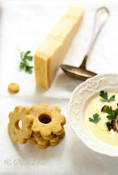 Soupe veloutée de Grana Padano, cèpes sautés et sablés salés
