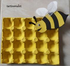 bij knutselen met honingraat Insect Crafts, Bee Crafts, Crafts For Kids, Arts And Crafts, Egg Carton Crafts, Bee Theme, Spring Activities, Spring Crafts, Art For Kids