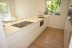Eine klassisch weiße Küche kommt niemals aus der Mode und überdauert jeden kurzzeitigen Trend.  Für zeitloses und anspruchsvolles Design, ein kostenloses Beratungsgespräch bei Küchen Design Keglevits ausmachen: Küchen Design, Double Vanity, Bathroom, Fashion Styles, Classic White Kitchen, Washroom, Full Bath, Bath, Bathrooms