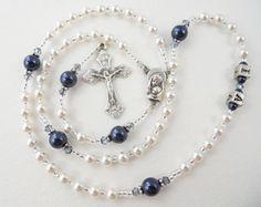 Piccolo bianco e Navy blu perla battesimo di RosaryGardenCathy