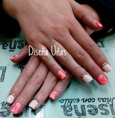 Diseña uñas con estilo