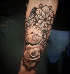 Sleeve Tattoo Ideas are Awesome and mostly we seen Teenagers love to design tattoos on sleeves. Weird Tattoos, Trendy Tattoos, Rose Tattoos, Leg Tattoos, Body Art Tattoos, Tattoo Drawings, Tattos, Tattoos Pics, Butterfly Tattoos