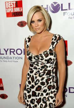 """Jenny McCarthy Photos - Actress Jenny McCarthy arrives to the """"Best Damn Super Bowl Party Period"""" at the Rockridge Estate on January 2008 in Phoenix, Arizona. - Best Damn Super Bowl Party Period to Benefit HollyRod Jenny Mccarthy Hair, Messy Bob Hairstyles, Blonde Women, Hair Today, Curly Hair Styles, Hair Cuts, Hair Beauty, Celebs, Female"""